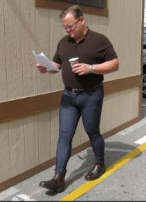 Andy Richter demonstrates why an un-skinny guy shouldn't wear skinny jeans.  Thanks a bunch teamcoco.com!